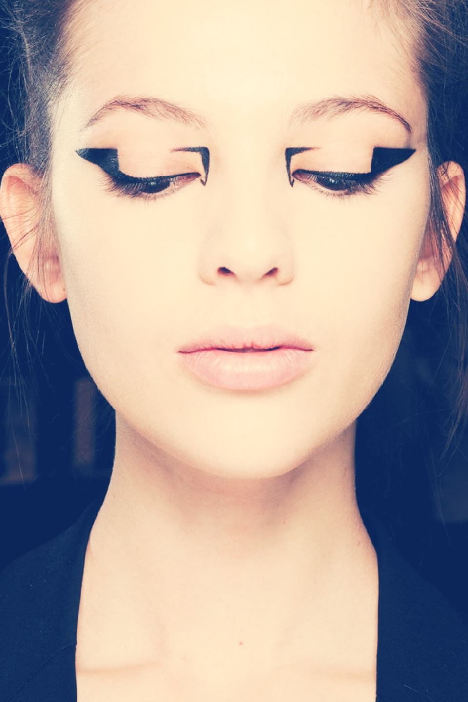 how to put thick eyeliner