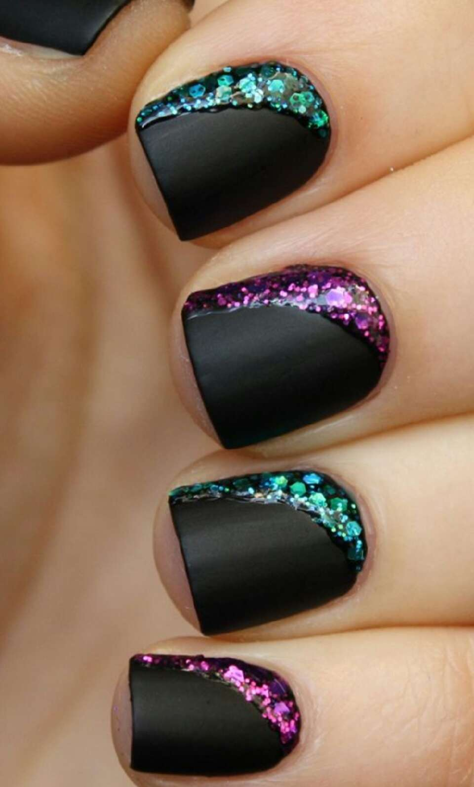 Маникюр ногтей с блестками на наращенные и короткие ногти. Как сделать 21