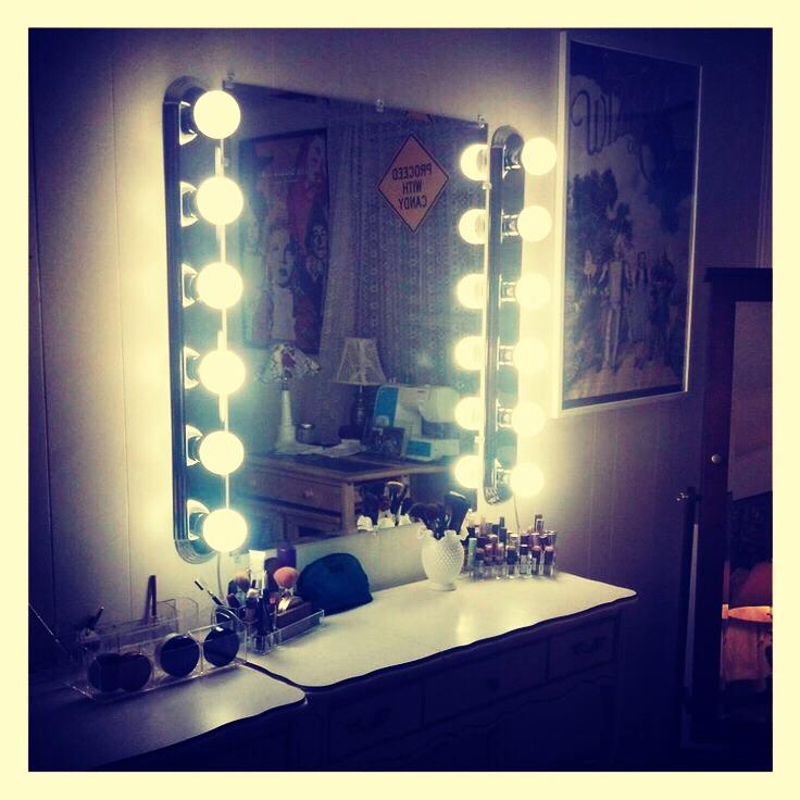 DIY Hollywood Vanity Lighting - Musely