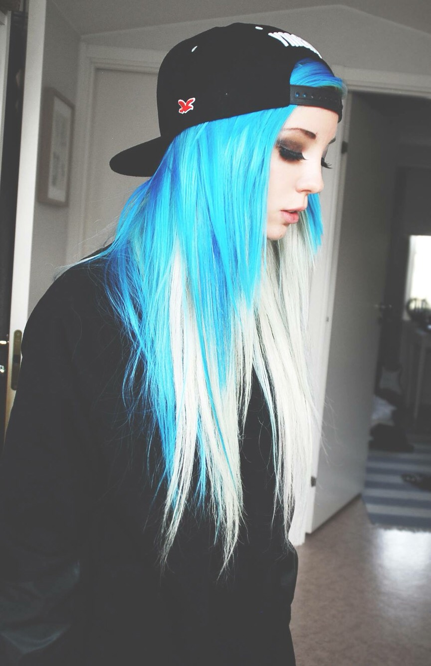 Фото девушек с бело синими волосами