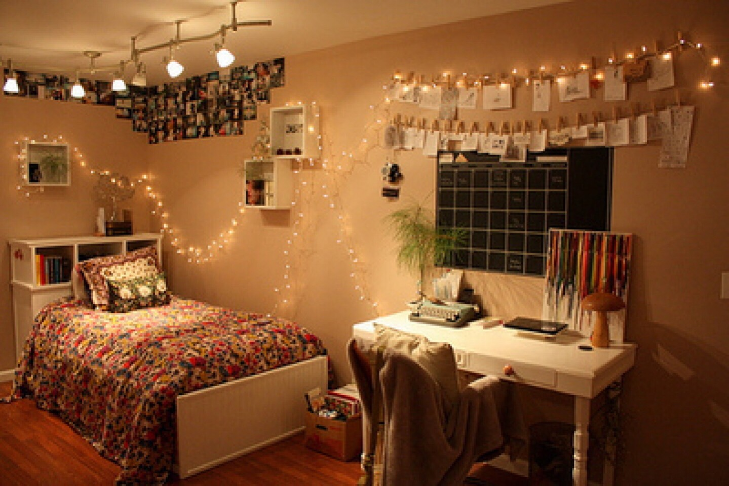 how to decorate a room- universalcouncil