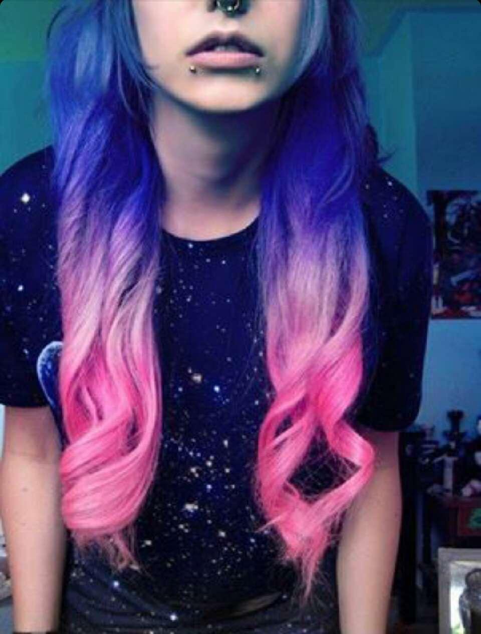 Яркие волосы девушки фото