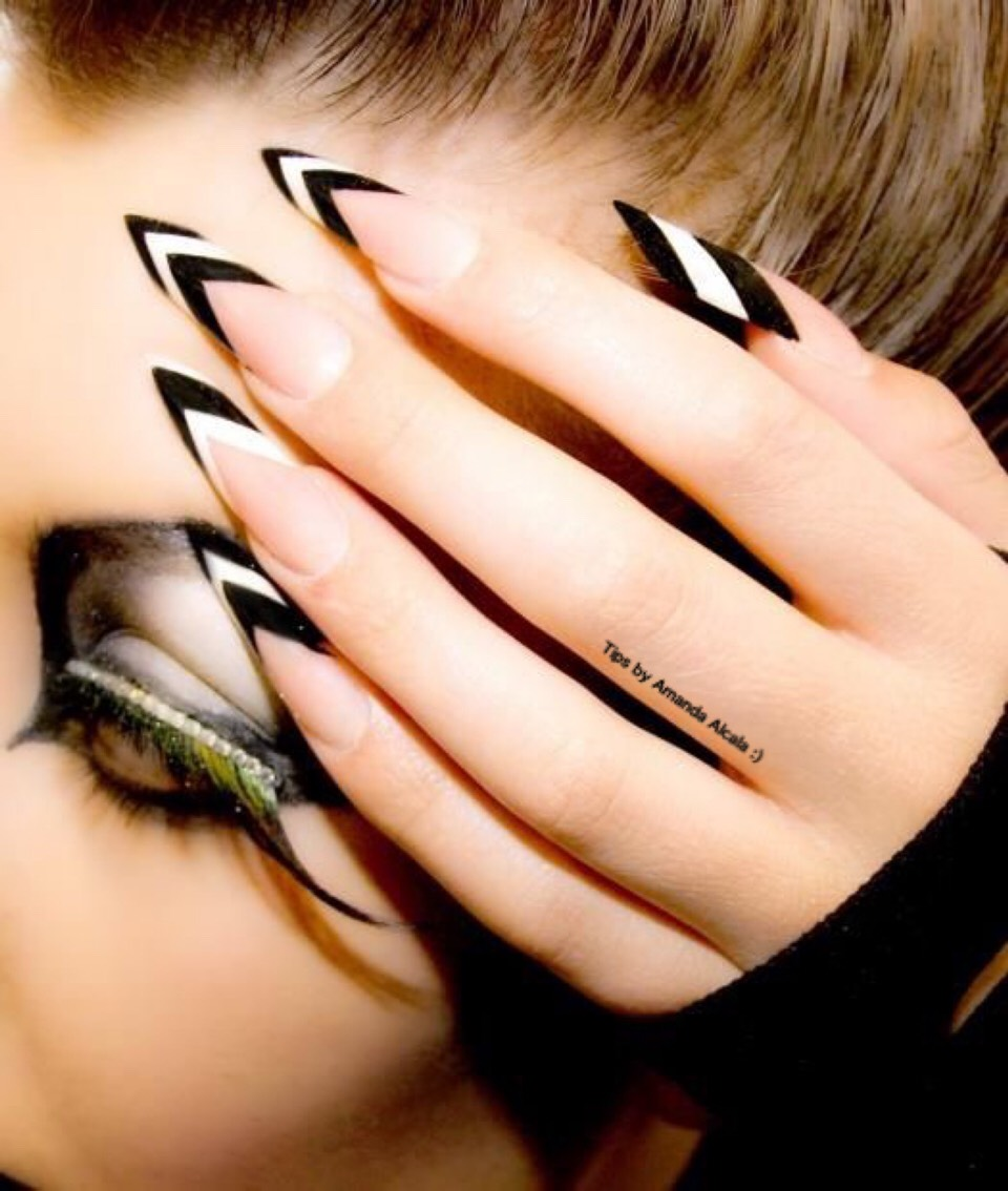 Черные острые ногти картинки