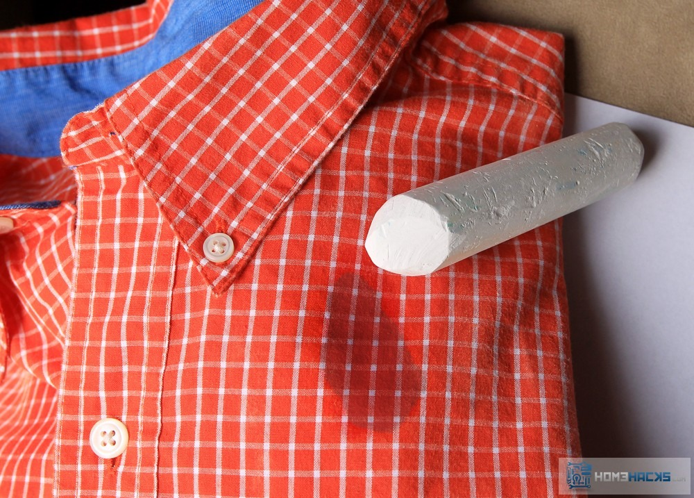 Simply rub the chalk on the grease stain and wash as normal! No more wrecking your shirts after cooking or grilling out!