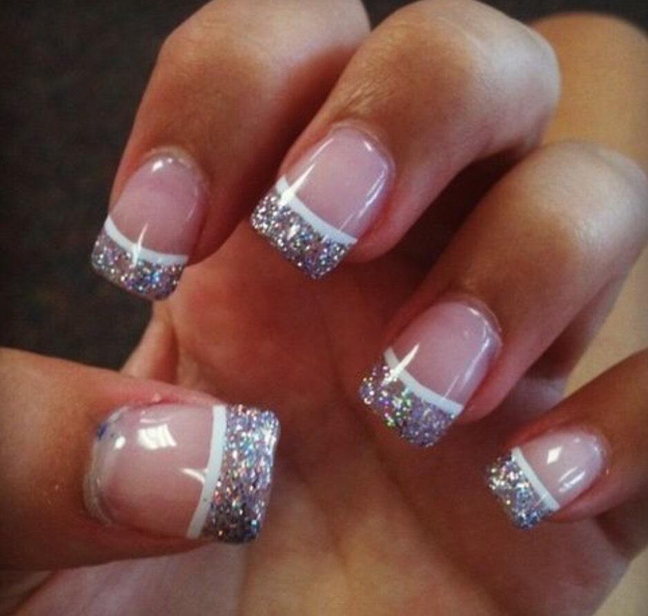 Ногти белый френч с блестками