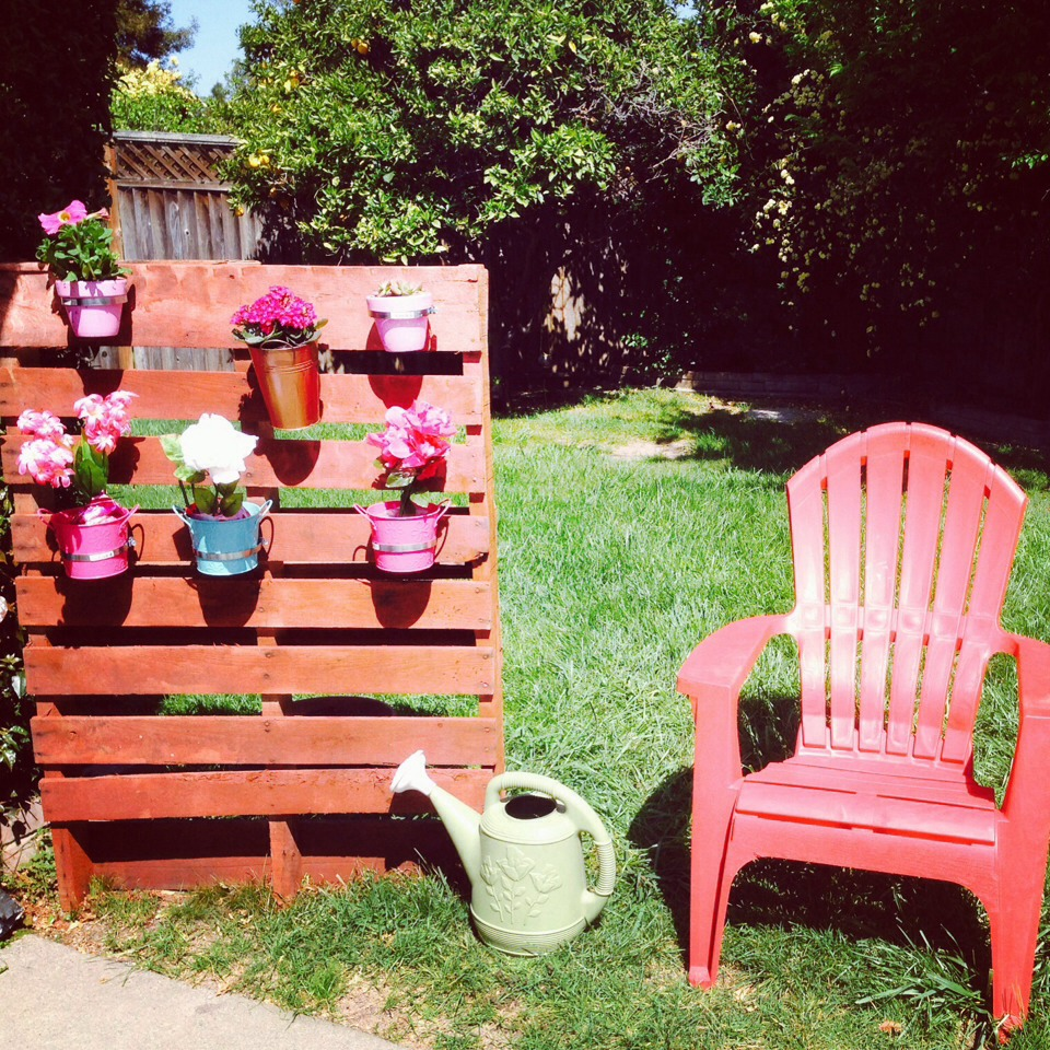 Garden Decor Using Pallets: DIY Pallet Decor For Backyard / Front Yard .