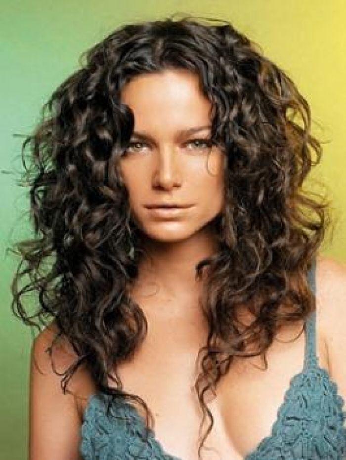Как сделать укладку для вьющихся волос