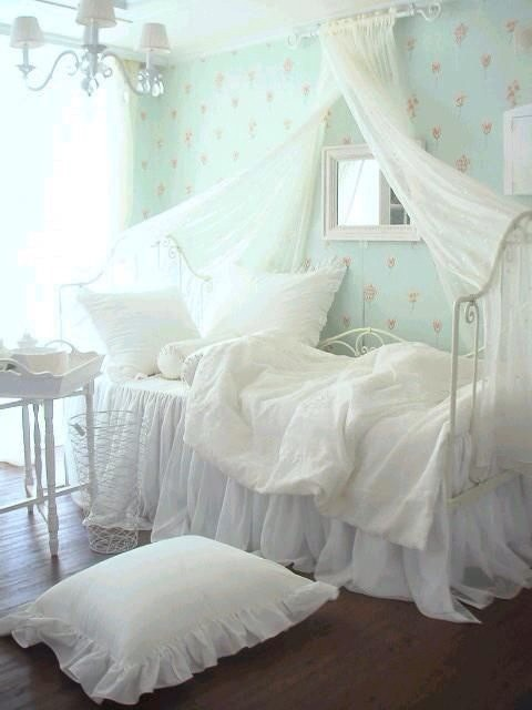 Girls bedroom ideas to create a beautiful room for your - Little girls shabby chic bedroom ...