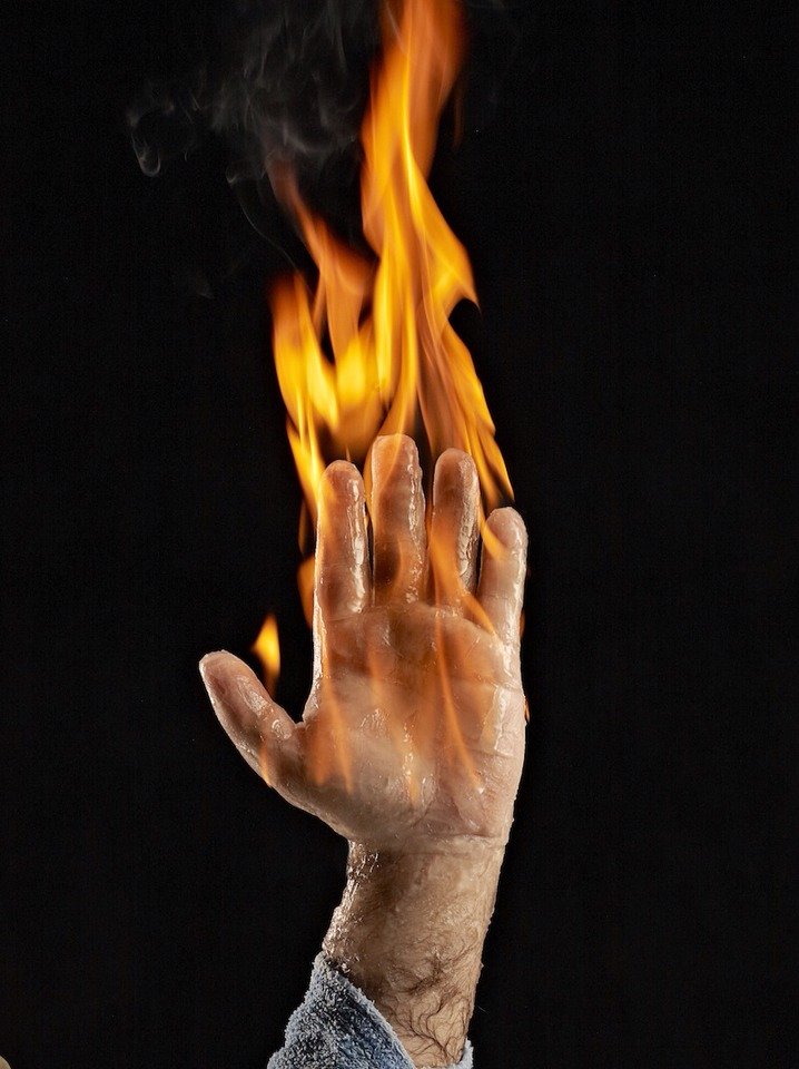 How To Light Your Hand On Fire Without Burning Yourself - Musely