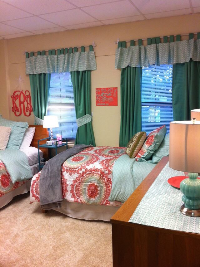 College Dorm Room Decor Ideas  Musely ~ 093722_Dorm Room Date Ideas
