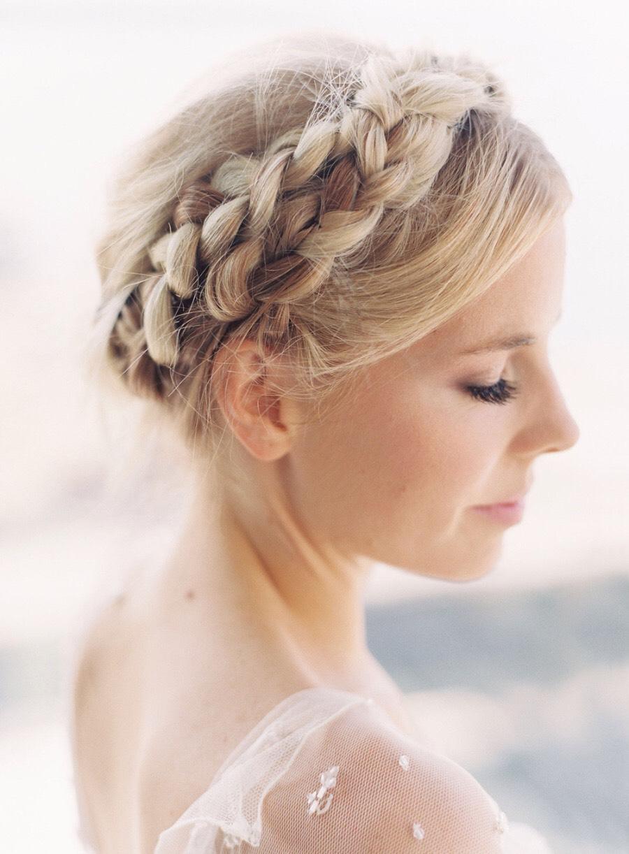 Греческая прическа с косой для невесты
