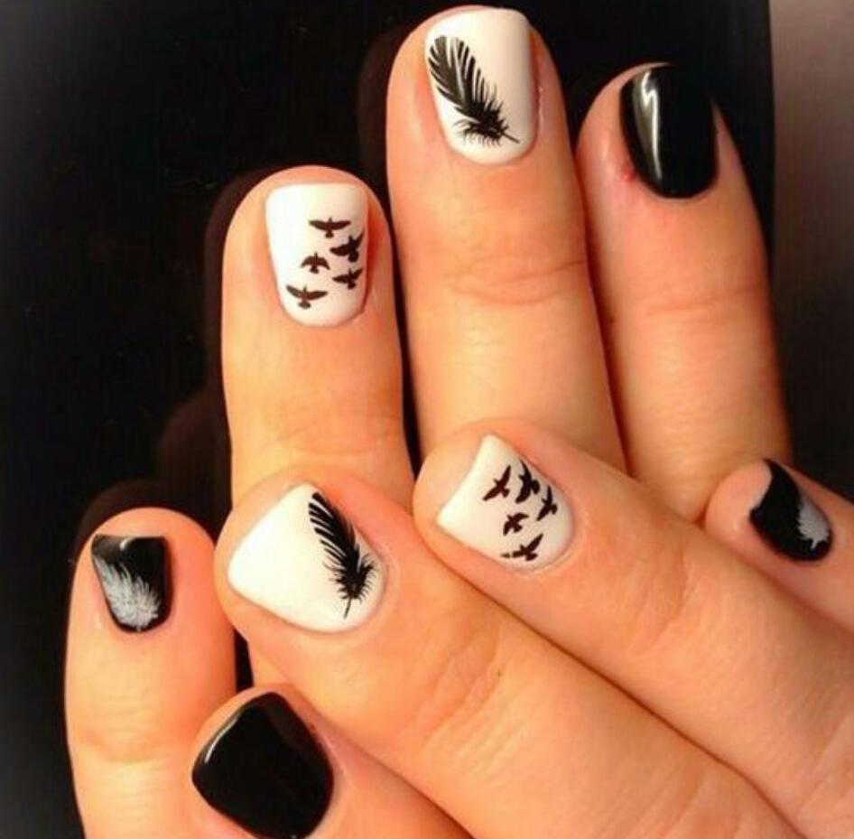 Белые рисунки на черных ногтях фото