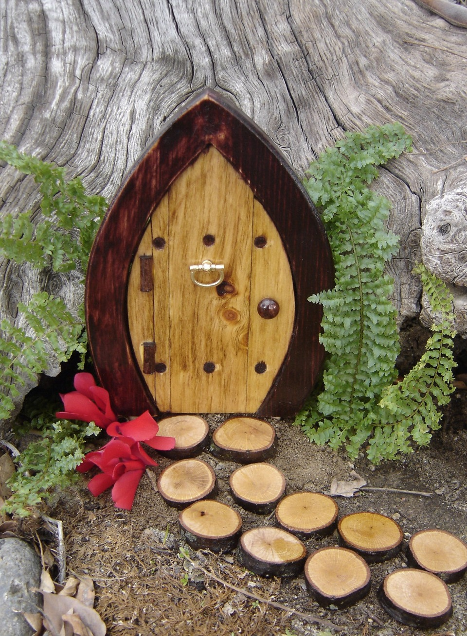 Ideas for diy fairy doors musely for Idea behind fairy doors