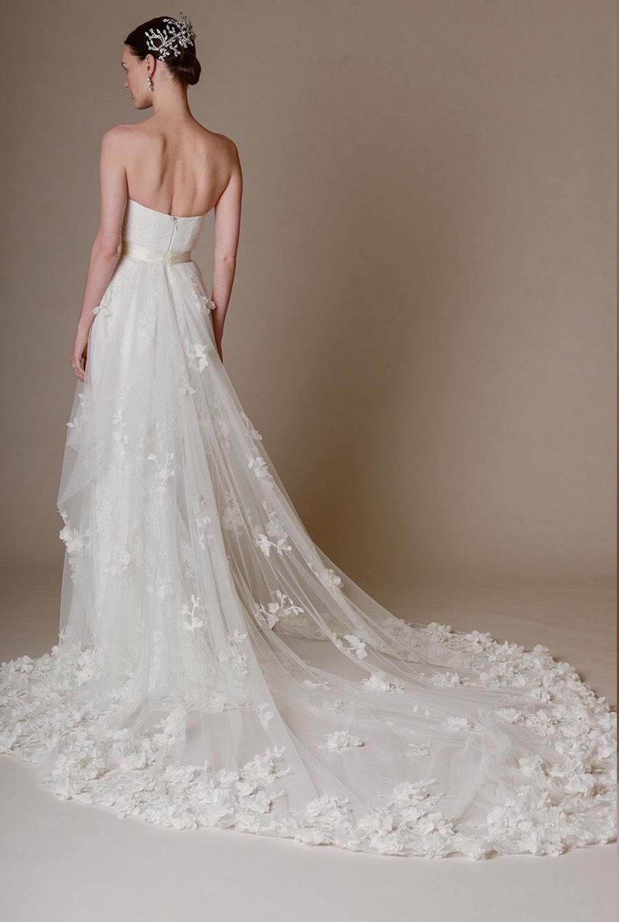 Wedding Dresses For Over 55 : Gorgeous wedding dresses to swoon over musely