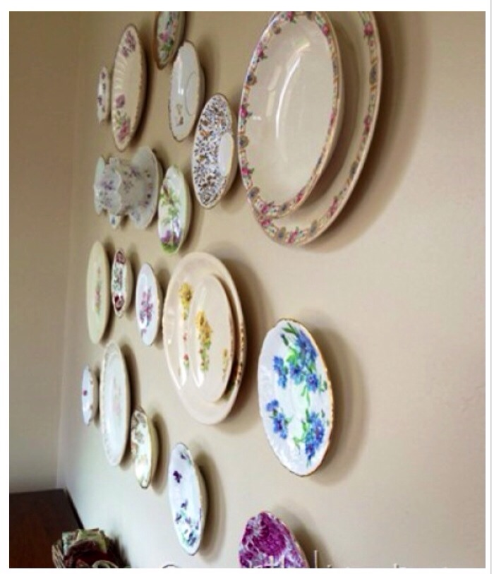 6 creative ways to decorate using your heirloom plates for Plates to decorate
