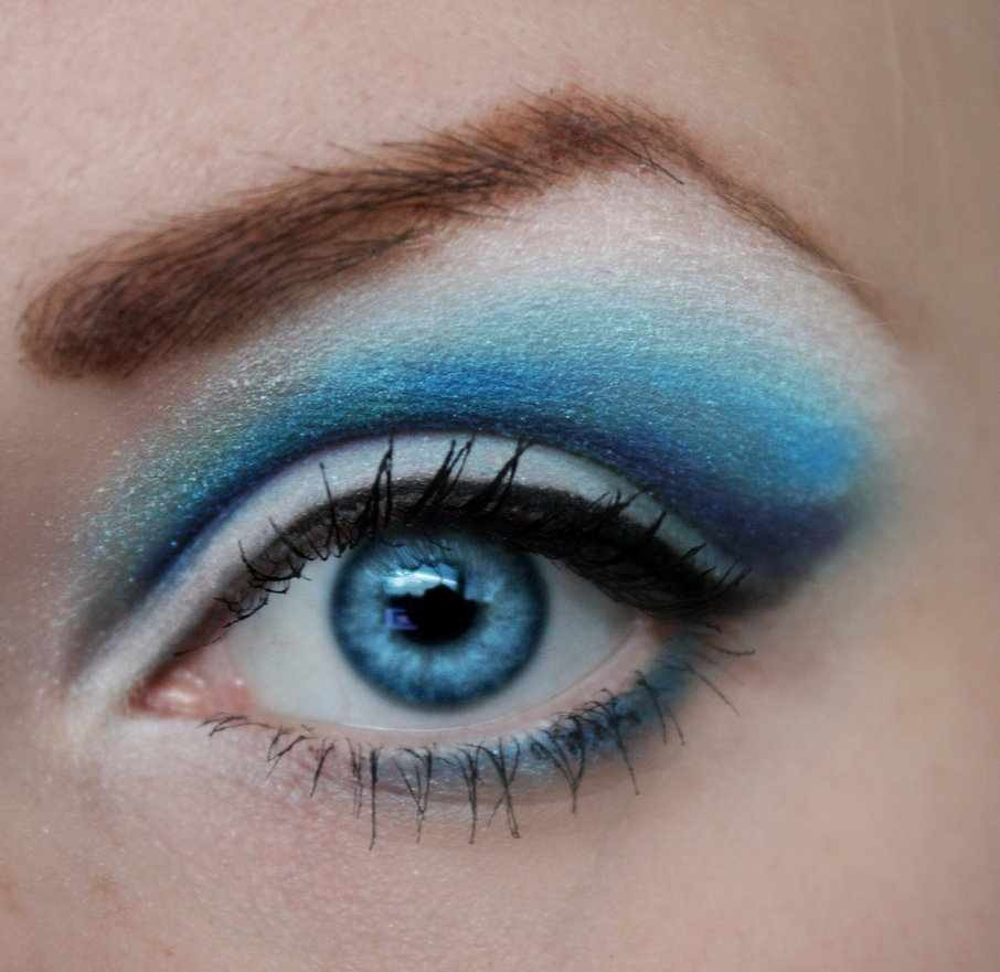 Makeup color for blue eyes