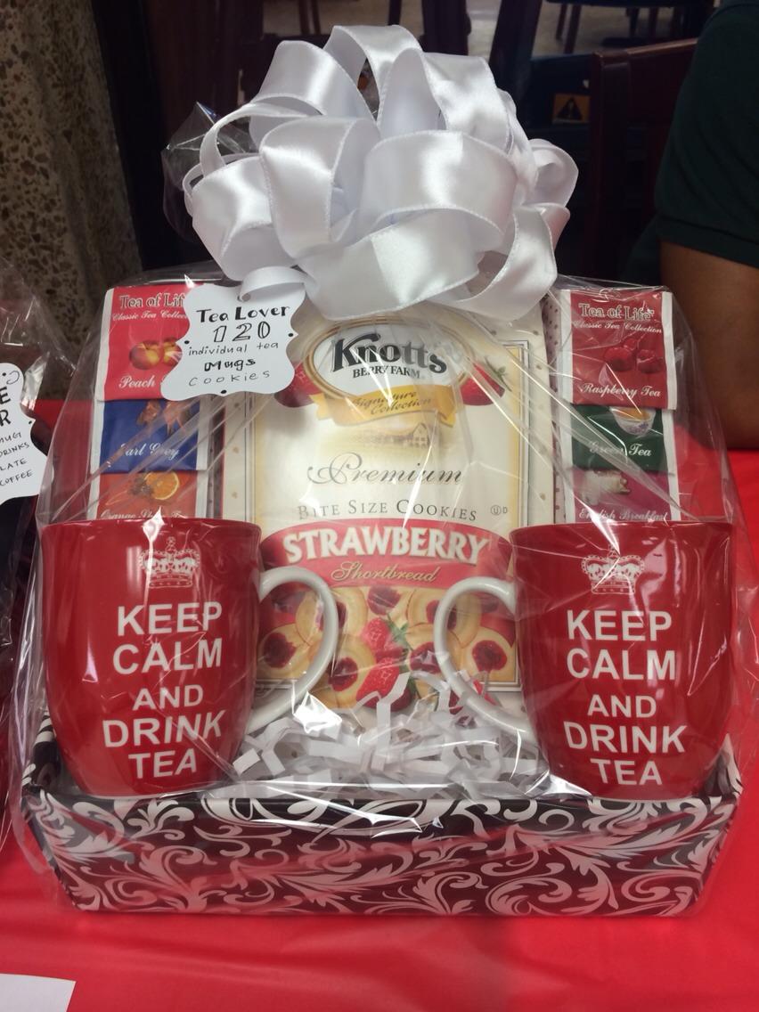 Tea lover basket Mugs Tea bags   Cookies
