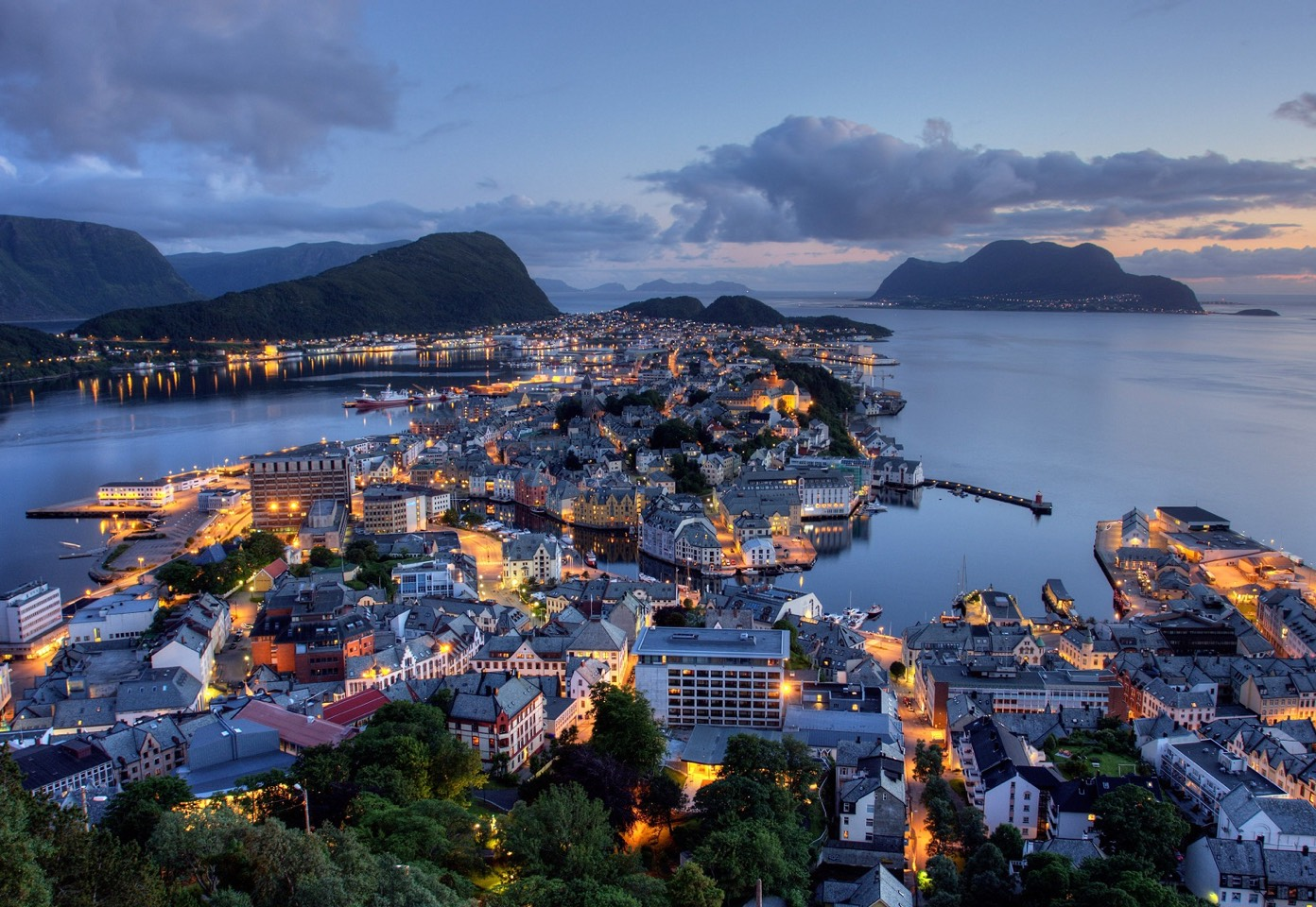 """The crew got to tour Norway as """"research"""" when they were designing the kingdom of Arrendelle."""