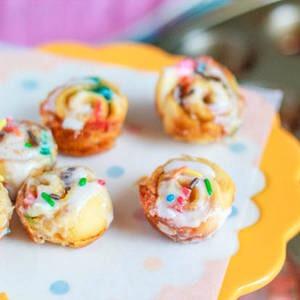 Cake Batter Cinnamon Buns: http://sallysbakingaddiction.com/2012/07/01/mini-no-yeast-cake-batter-cinnamon-buns/