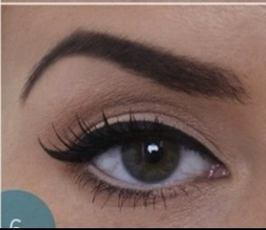 Apply a second coat of mascara, on the top and one coat on the bottom. Lightly apply pencil eyeliner under your bottom lashes!