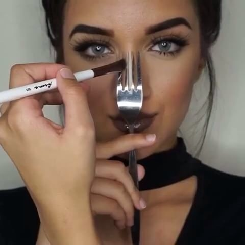 3. Contour your nose with a fork. Yes, there's another utensil you can use with make up! Chances are that if you're contouring your cheekbones and face, you're going to want to contour your nose to match. Sometimes getting the lines down your nose perfectly straight can be tricky, so using a fork can help ensure sharpness! Just place the fork on your nose and place your bronzer between the outer two prongs of the fork. Then highlight down the middle one, and voila! A perfectly snatched nose.