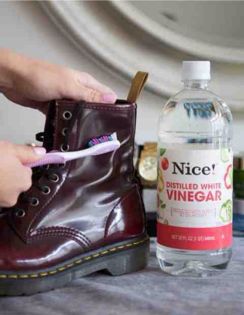 7. Scrub off water stains on leather boots with a soft toothbrush and vinegar.  If your boots are ruined from water, snow, salt, or all of the above, dip a soft-bristled toothbrush in white vinegar and gently rub to remove the stain.
