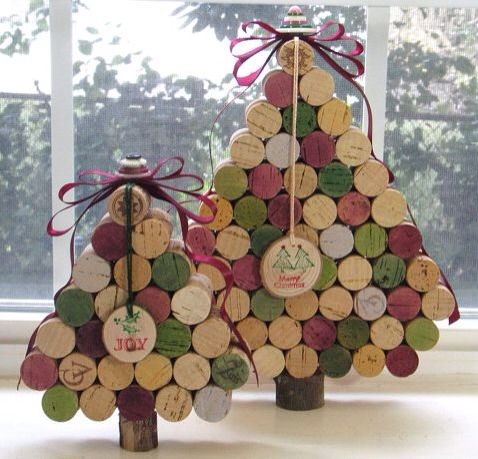 --> DIY Wine Cork Christmas Tree.