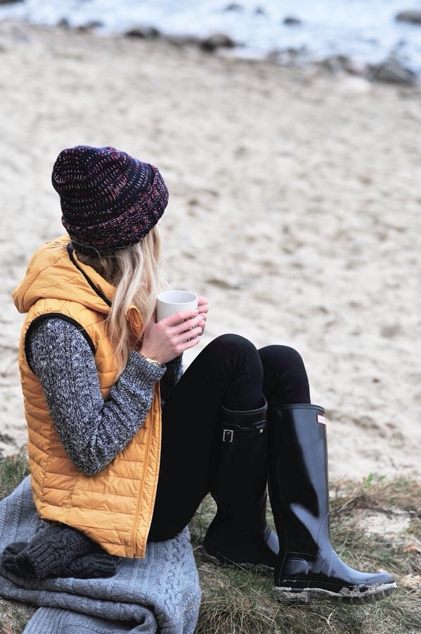 There isn't a single item of clothing that is more suited to fall than a puffy vest! I love the orange colour of this one, it really fits in with the scenery outside! Pair with jeans or leggings and a beanie for a casual and cozy on-the-go outfit. An old classic never fails!