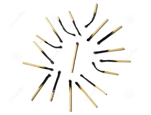 Have leftover matches? Don't just throw them away! You can use used matches for the perfect dark smokey eye look!