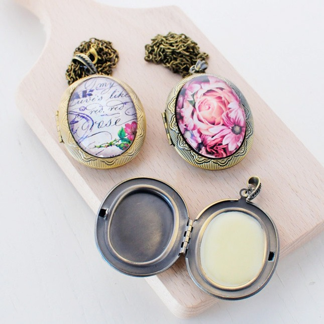 Solid perfume is simple to make and perfect for on-the-go people like us. I'm going to toss this one in my purse and use it when I'm in a rush. Here's how it's done: