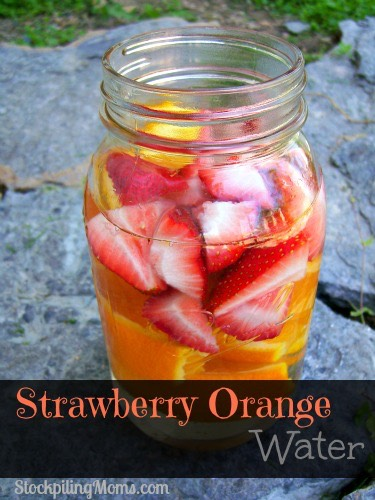 1 orange (sliced) 15 strawberries quartered 2 cups of ice