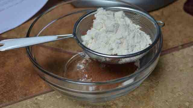 Sift flour, cocoa and baking powder. Mix in with ground nuts. -