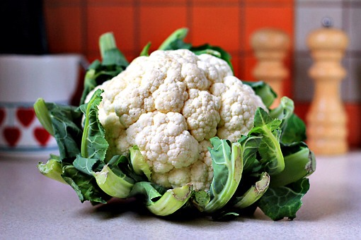 This is a cauliflower.  I am here to tell you all the important things, you know.