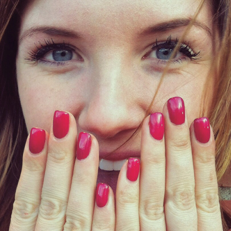 With shellac or gel polish, you get the same beautiful, lasting look as acrylic nails without the damage.