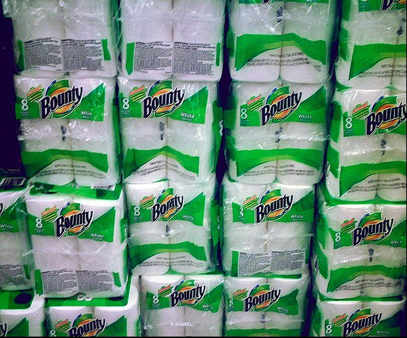 How many rolls of paper towels do you think you use in a year? Fifteen? Twenty?  Try fifty (on average).  That's a lot of paper! Fortunately, our friends over at Eartheasy gave us a heads up on a company called Bambooee that makes it easy for you to lower that number and save a little cash.