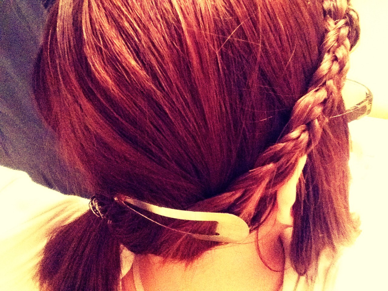This is how to make a easy, quick hairstyle!!