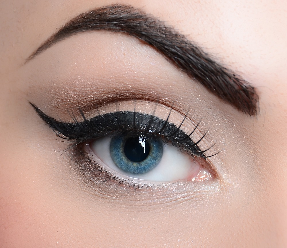 As you may have noticed tumblr girls wear a lot of makeup! They spend most of they're time on eyebrows and eyeliner........... Yeah