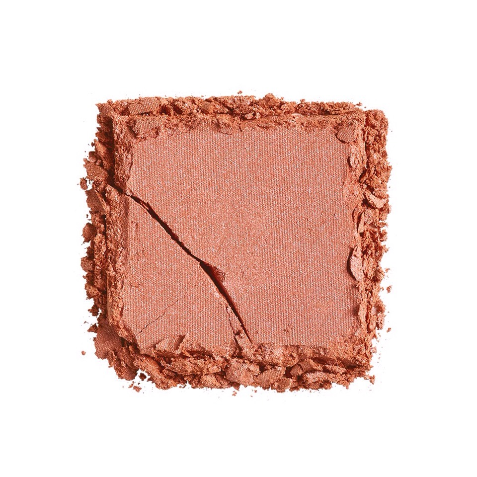 """""""I'ma fan of both liquid + powder highlights, however I doprefer powder highlighter for most of my clients, as I know it will last all day + night. I would suggest powder highlighter for a long-lasting look [like] wedding day make-up."""" -Eloise"""