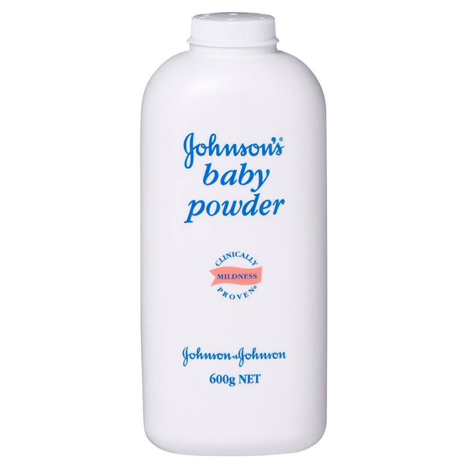 Apply baby powder to the tips of your eyelashes