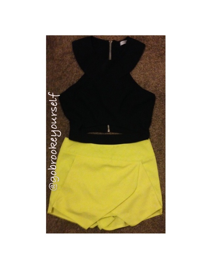 Really cute top with a skort (skirt/short)! Black and yellow look really great! Dead straight hair is the only way it can be!