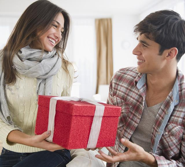 With Christmas only a couple weeks away, there isn't much time left for you to pick out the perfect gift for your guy. Well, if you're a last-minute shopper like I am, then you might want to look over this list of 15 Christmas gifts your boyfriend will love!