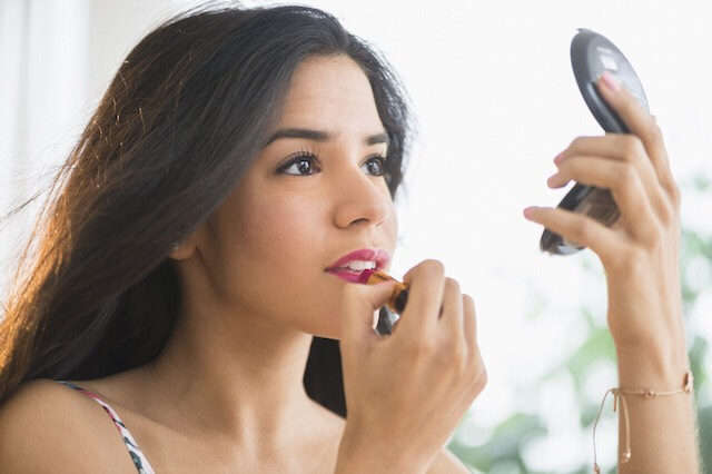 Apply a bit of makeup (if you want) to enhance your natural look💄