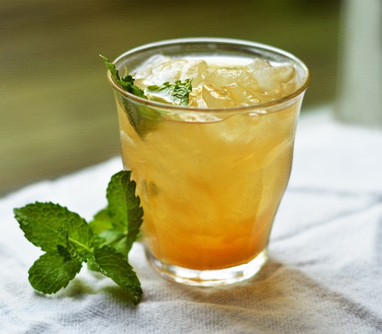 Ingredients •8 cups hot, boiling water •¼ cup pure honey •3-4 stems fresh mint •½ tsp pure vanilla extract •3 bagsgreen tea