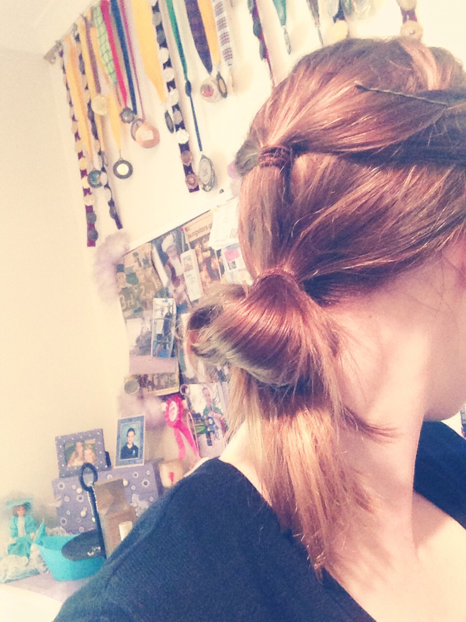 Loop hair twice for long hair and once for short hair with hair tie