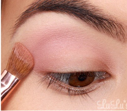 2. Use a neutral base shade Matt Singh from the same palette with the Sigma #E25 brush.