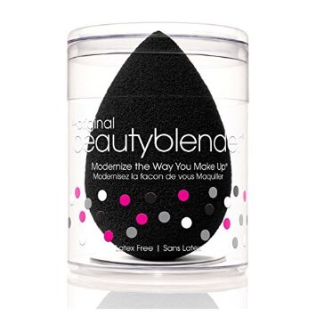 Mypink beauty blender was getting kind of old and yucky so I went out and bought the black beauty blender and I love it more than the pink oops #sorrynotsorry