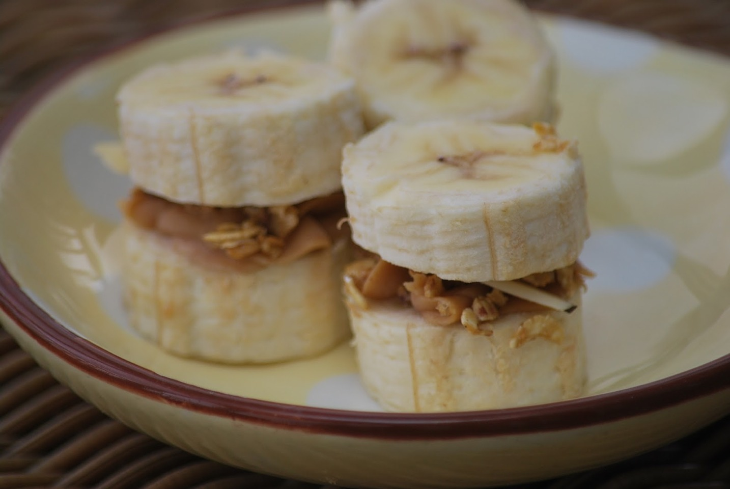 Here is the easiest snack if all that is healthy and delicious!! →→→→→→