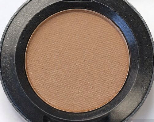 Cork- It has a beautiful warm brown matte texture, which gives your eyes a very well toned smokey effect.