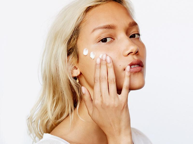 Retinol, Retin A, retinoic acid, tretinoin... There are so many fancy words thrown around when it comes to anti-aging skincare products. But what's the difference? We're here to dissect that for you so you know exactly what you're putting on your face and what it means for your skin.  First of all: retinol and Retin A are not the same thing. However, they both fall under this umbrella of retinoids - the term used to describe a group of compounds that are derived from vitamin A.    Retinol Tons and tons of anti-aging and skin rejuvenation products contain retinol, a natural form of vitamin A. Retinol can help brighten your skin and make it feel softer and smoother. It also helps prevent fine lines and wrinkles. But retinol itself doesn't actually affect the skin directly. Enzymes within the skin first must convert retinol into retinoic acid. It's only when it is converted to retinoic acid that it becomes effective. This process can take some time because retinol is a slow worker, meaning it can be awhile before it actually improves your skin.