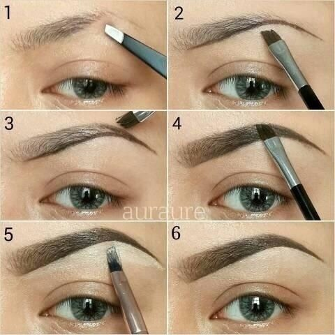 Kylie does a brow that fades towards the front, and it very defined at the end. Follow this brow tutorial to achieve a similar look!
